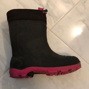Girls winter lined rubber boots.